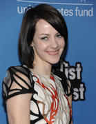 *ADDS* Jena Malone @ UNICEF Playlist A-List Karaoke Benefit in Los Angeles 05/17/11- 36 HQ