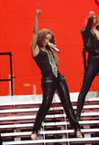 Alicia Keys ( Алисия Кис ) - Страница 2 Th_21929_aliciakeysperformsatmadisonsquaregardentikipetercelebritycity117_123_1090lo
