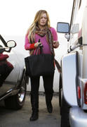 http://img217.imagevenue.com/loc629/th_834425933_Hilary_Duff_leaving_the_doctors_office22_122_629lo.jpg