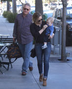 http://img217.imagevenue.com/loc666/th_268849211_Hilary_Duff_out_for_lunch_Beverly_Hills14_122_666lo.jpg