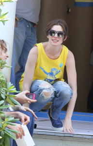 Anne Hathaway On the set of 'The Intern' in NYC 07-07-2014