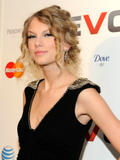 Taylor Swift leggy in small black dress attends launch of VEVO at Skylight Studio, NYC - Hot Celebs Home